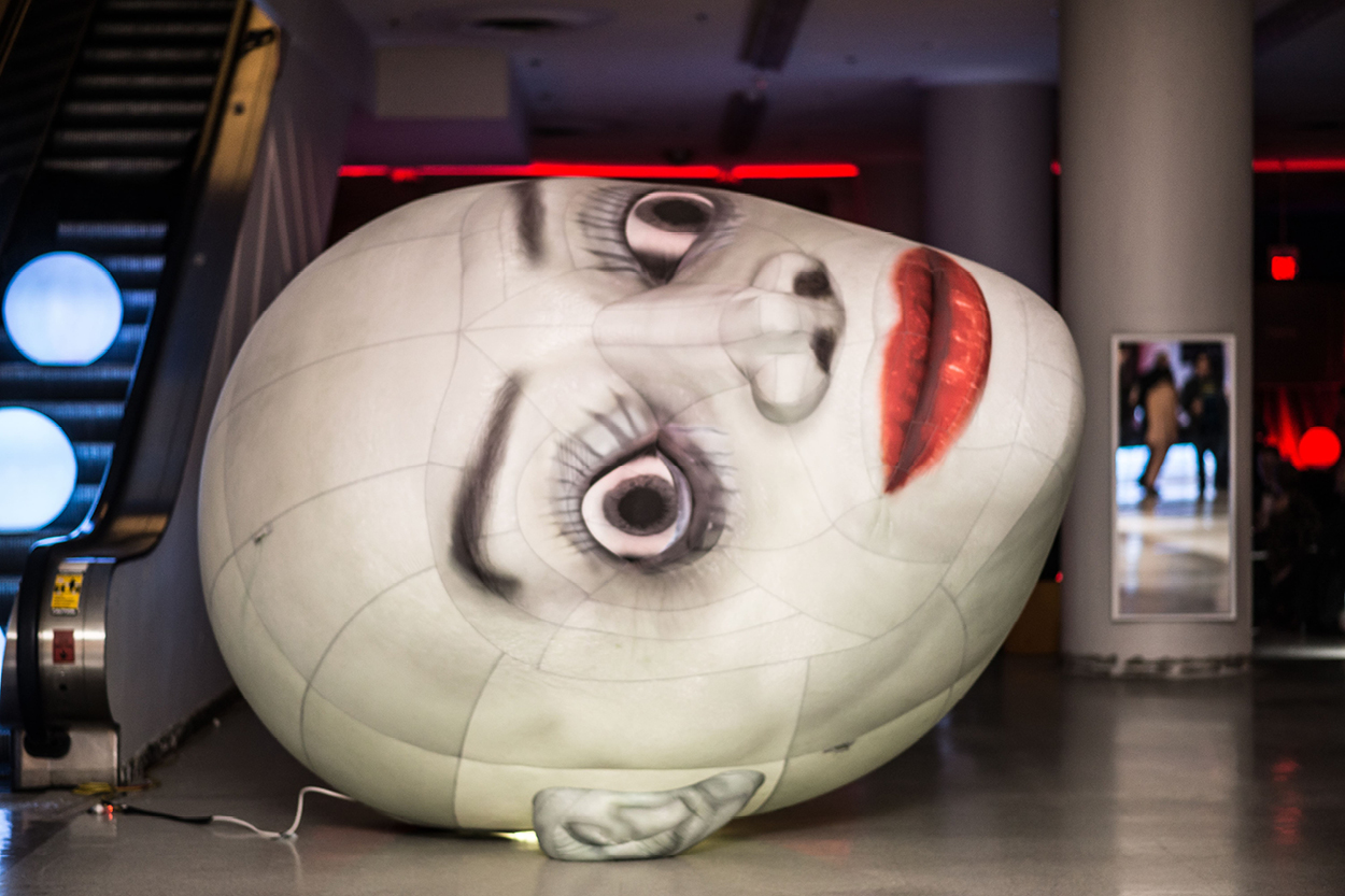 Giant inflatable face